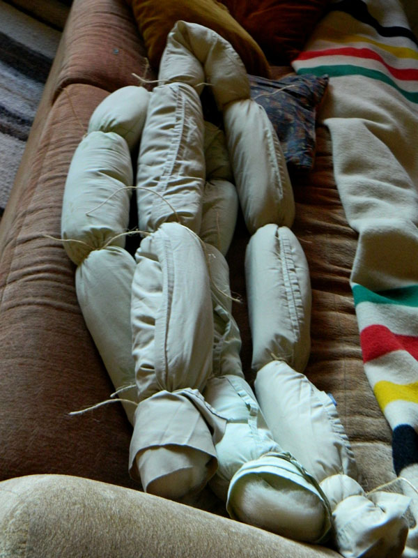 Artist Knits Giant Blanket, Uses PVC Pipe as Needles (3)