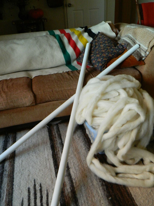 Artist Knits Giant Blanket, Uses PVC Pipe as Needles (5)