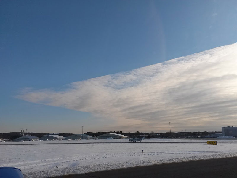 cloud with two razor straight edges Picture of the Day: Bizarre Cloud with Razor Sharp Edges