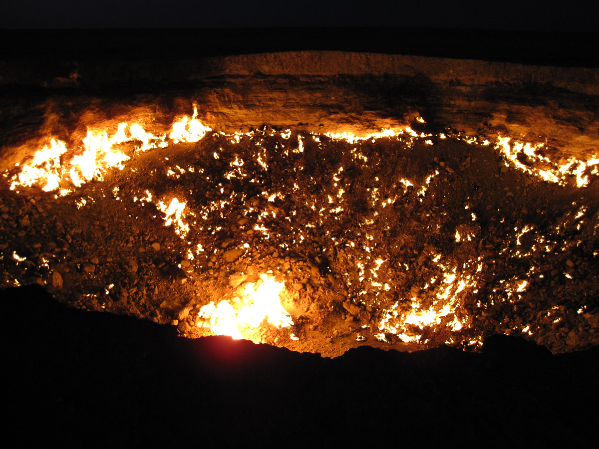 darvaza crater door to hell turkmenistan (4)