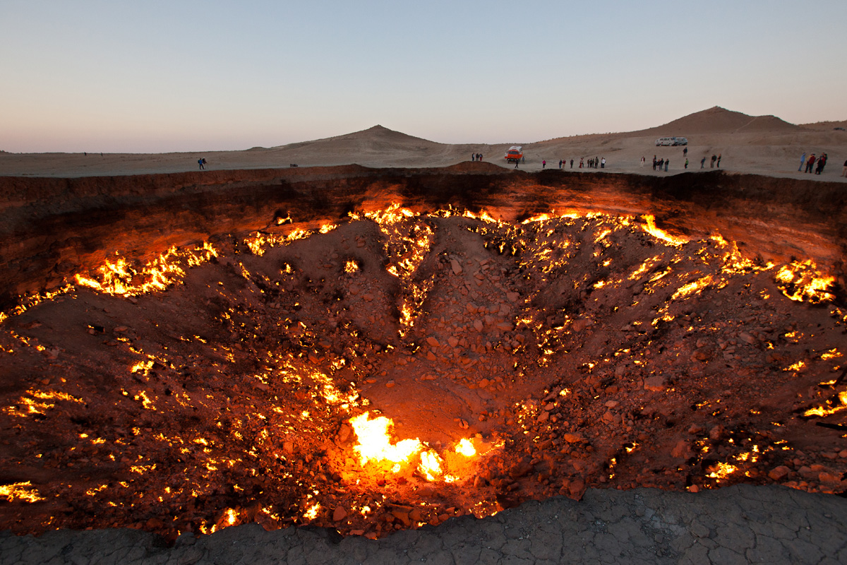 darvaza crater door to hell turkmenistan (5)