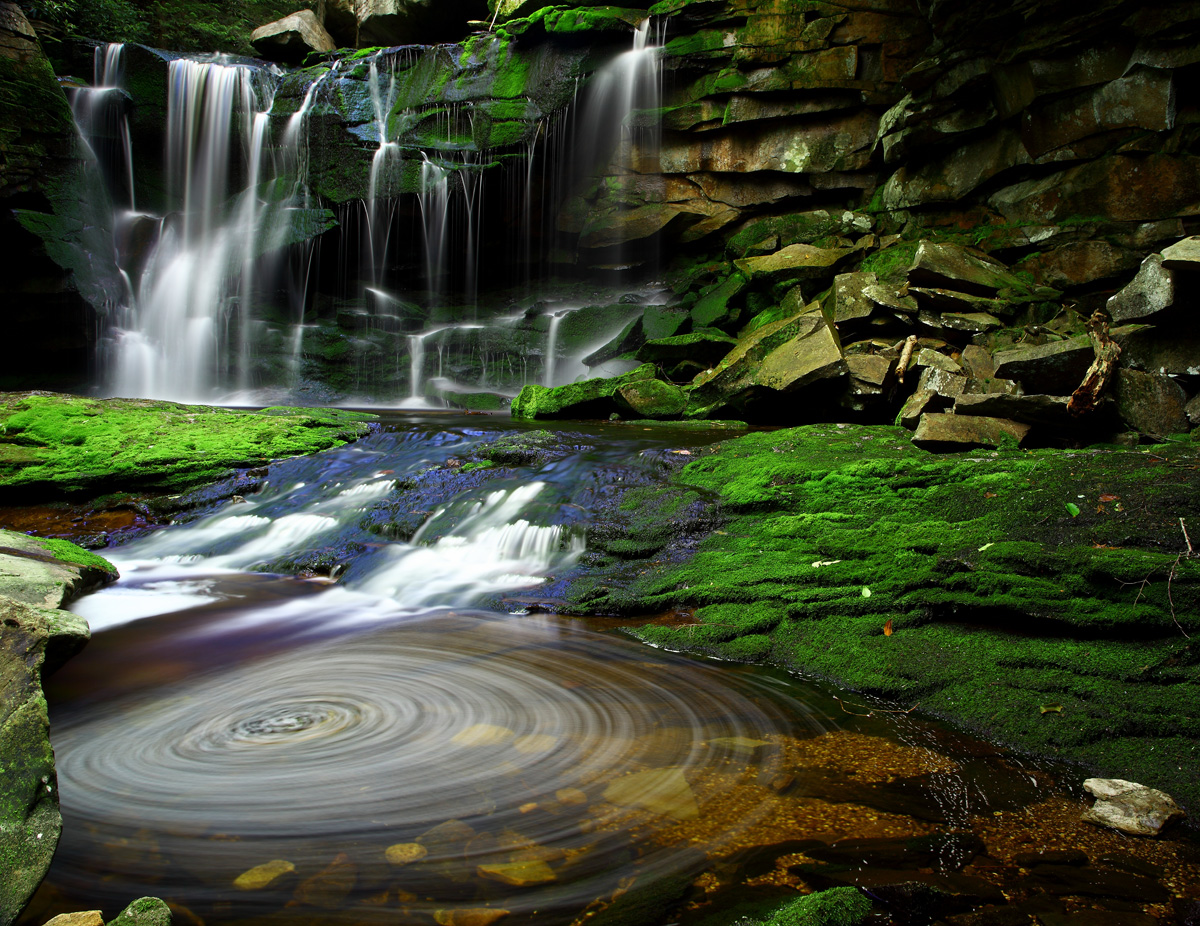 Elakala_Waterfalls_Swirling_Pool_Mossy_Rocks