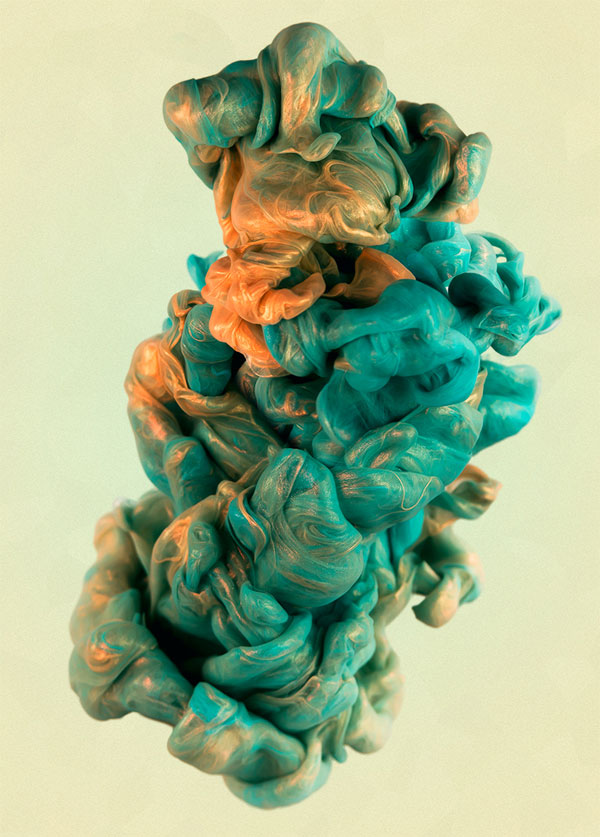 High-Speed Photos of Ink and Metal Dropped Into Water by alberto seveso (2)