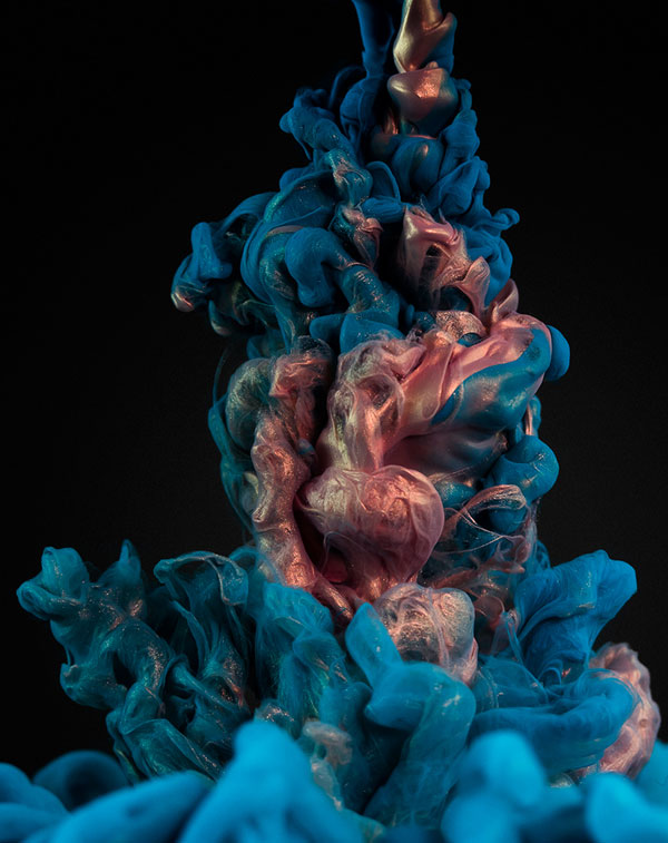 High-Speed Photos of Ink and Metal Dropped Into Water by alberto seveso (5)