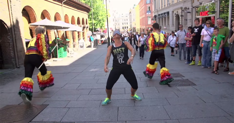 Pranksters Challenge People to Limbo Blindfolded and Then Run Away
