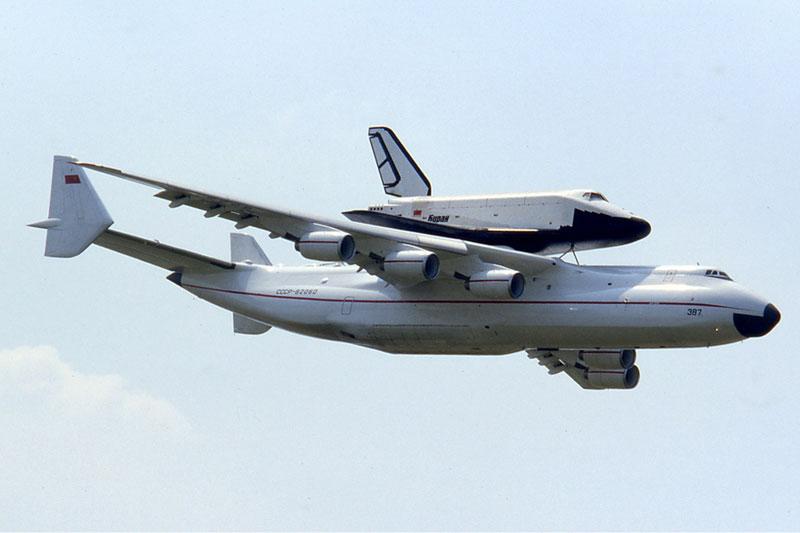 The Largest Airplane Ever Built antonov an-225 mriya (1)