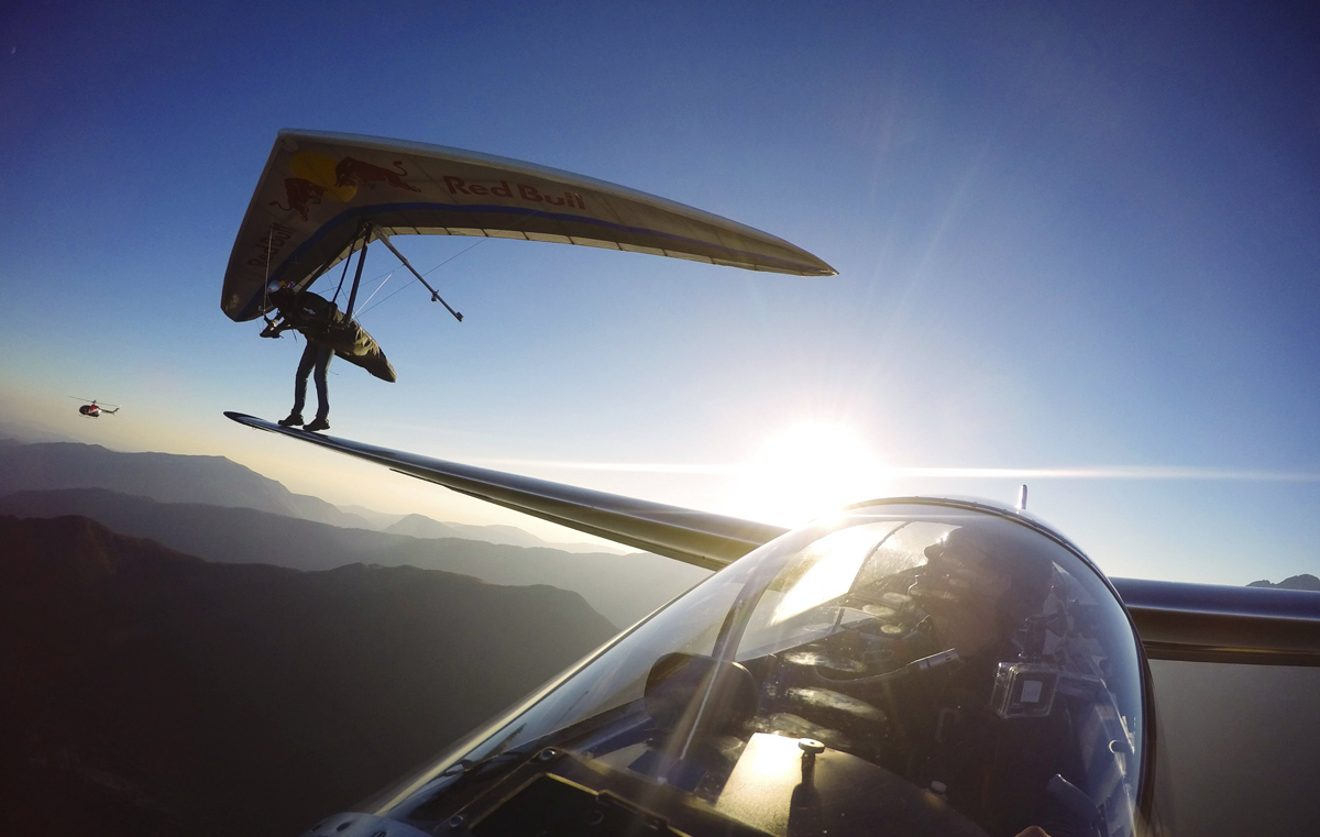 hang glider lands on wing of a sail plane Picture of the Day: Hang Glider Lands on Sail Planes Wing