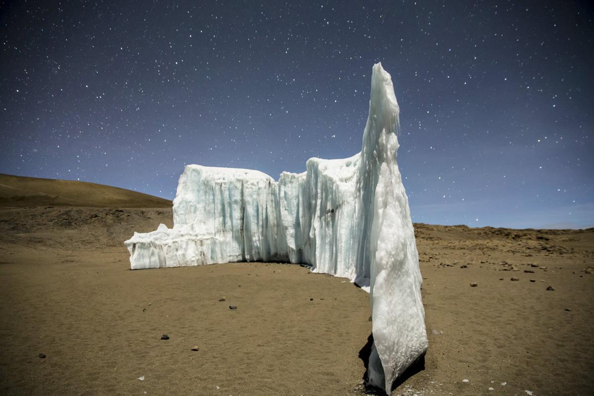 ice climbing at the summit of kilimanjaro will gadd red bull (8)