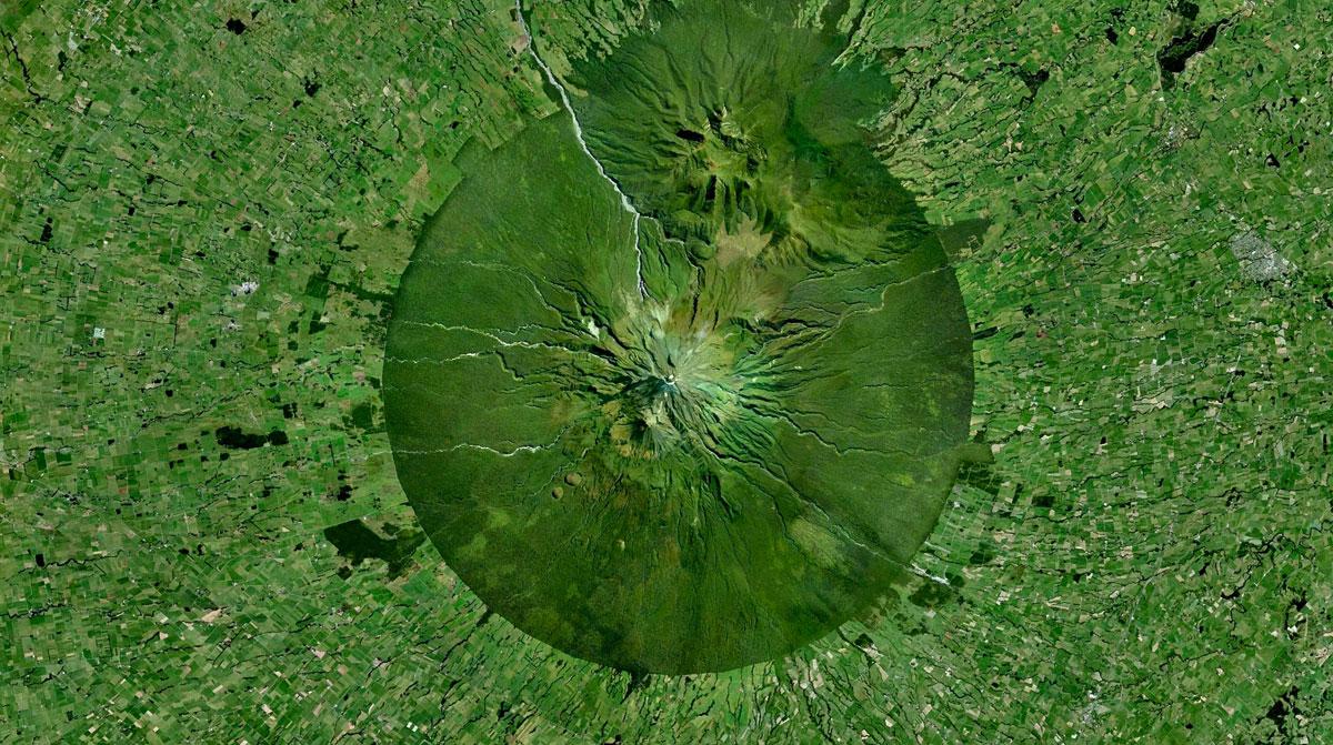 Mount-Taranaki,-New-Zealand