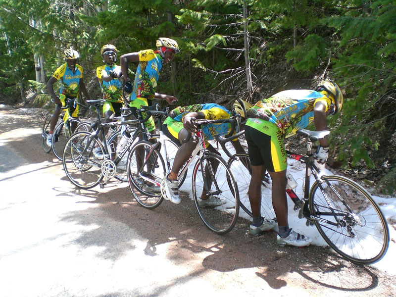 team rwanda bicycle team sees snow for first time Picture of the Day: Team Rwanda Sees Snow For First Time Ever