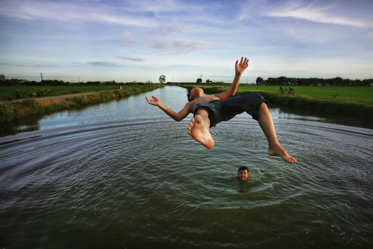 Smithsonian-Photo-Contest-Kid-Leaping