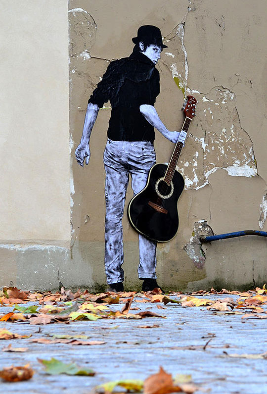 street art in paris by levalet (17)