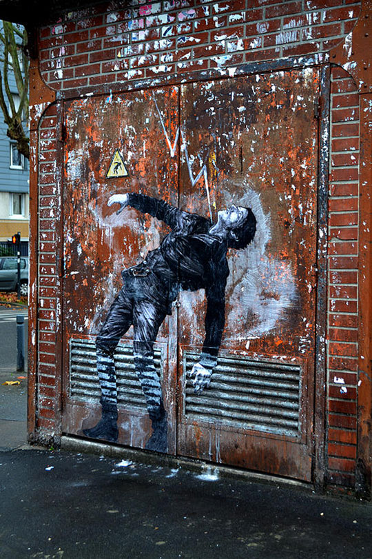 street art in paris by levalet (5)