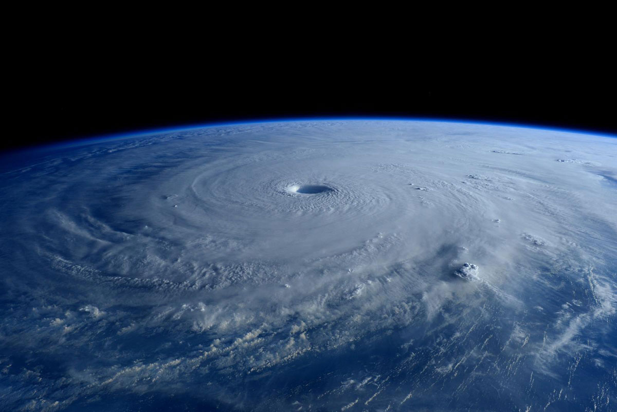 Astronauts Capture Terrifying Photos of Super Typhoon Maysak from Space (2)