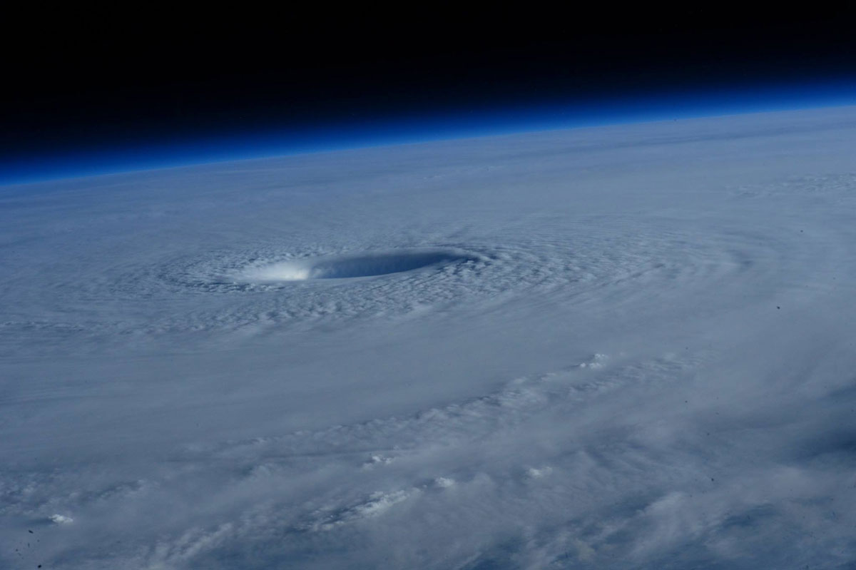 Astronauts Capture Terrifying Photos of Super Typhoon Maysak from Space (4)