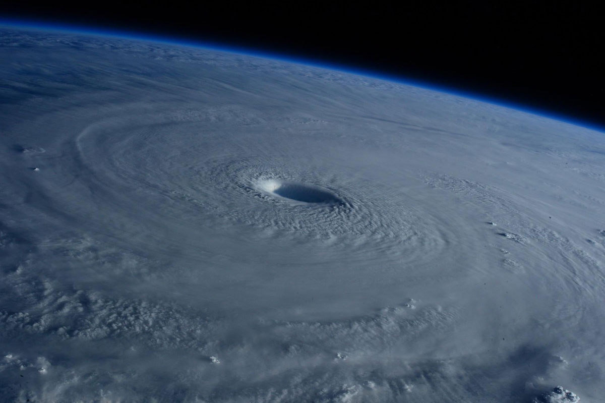 Astronauts Capture Terrifying Photos of Super Typhoon Maysak from Space (5)