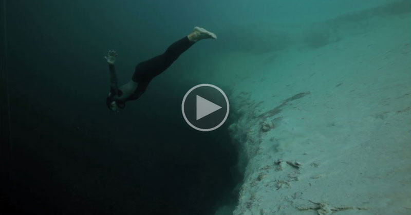 What Freediving Into a Blue Hole Abyss Looks Like