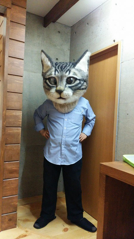 giant cat head you can wear japan (1)