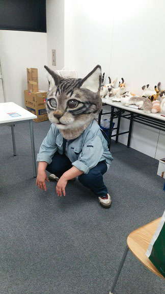 giant cat head you can wear japan (11)