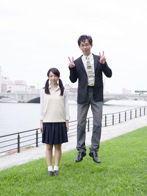 Japanese Businessmen Jumping Beside their Daughters by yuki aoyama (12)