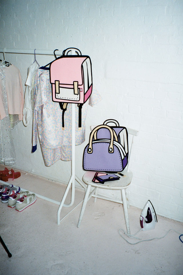jump from paper Cartoon Bags Look Photoshopped But They are Real (6)