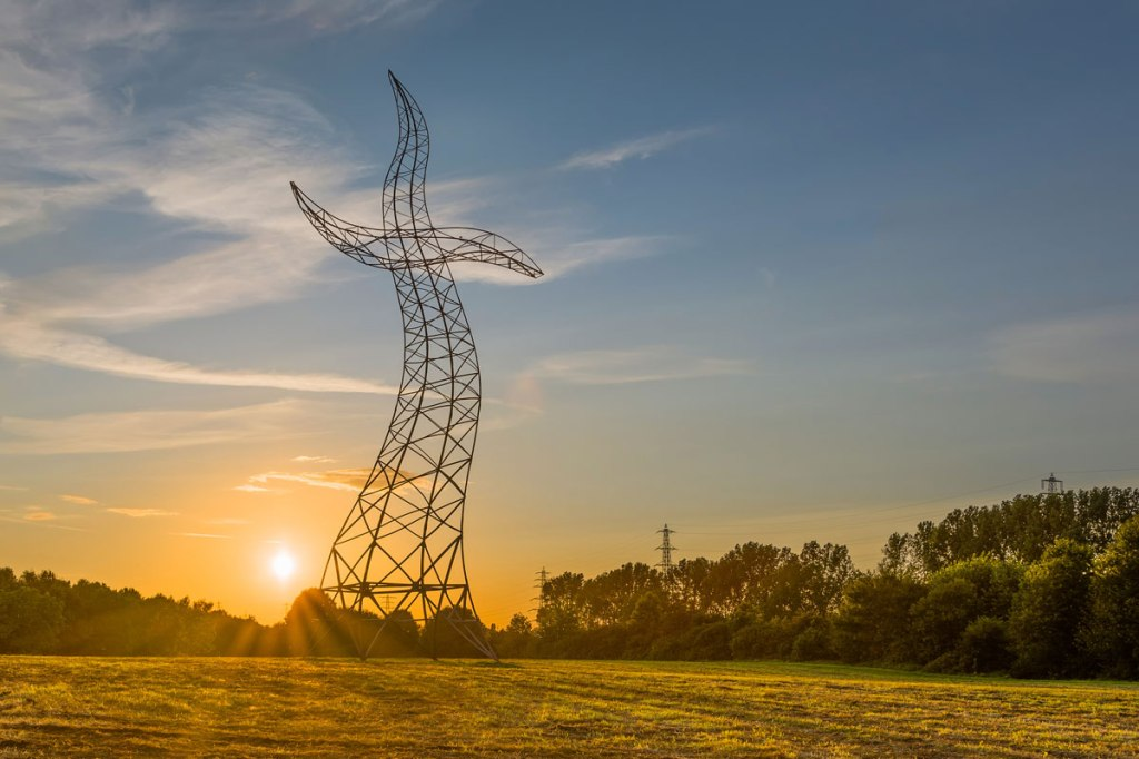 Picture of the Day: The Dancing Transmission Tower
