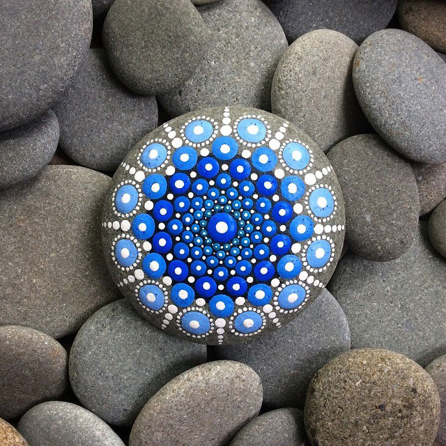 11013121 917620061629295 1962076726325368874 n Artist Finds Beautiful Beach Stones and Covers Them in Tiny Dots of Paint