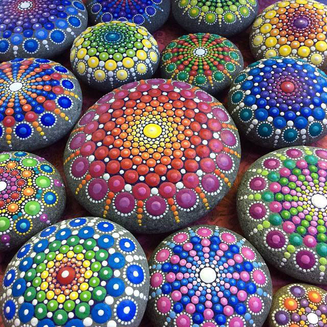 1925327 898409486883686 7479594311789992466 n Artist Finds Beautiful Beach Stones and Covers Them in Tiny Dots of Paint