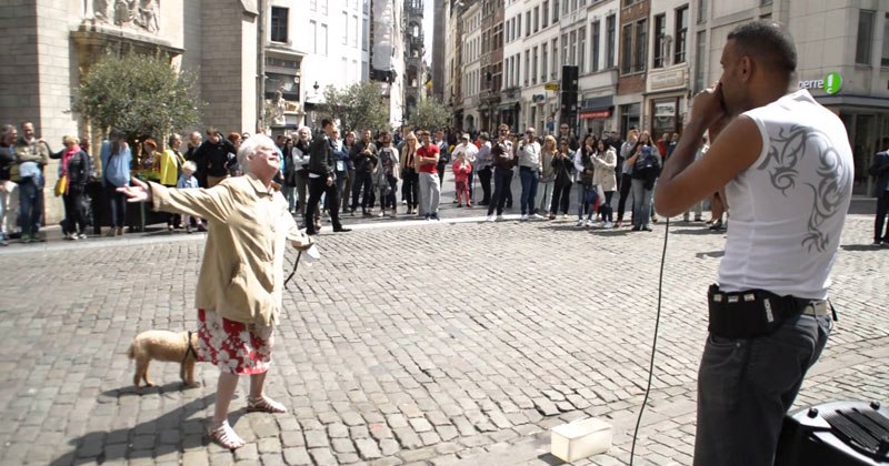 Lady Walking Her Dog Dances Her Heart Out to this Beatboxing Street Performer