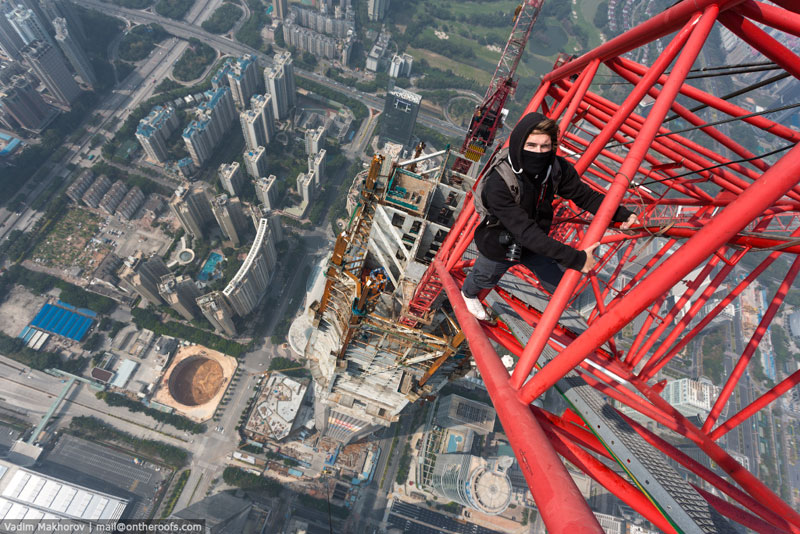 daredevils climb scale ping an finance centre shenzhen  (1)