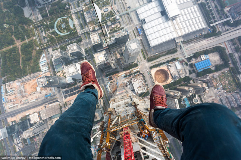 daredevils climb scale ping an finance centre shenzhen  (2)