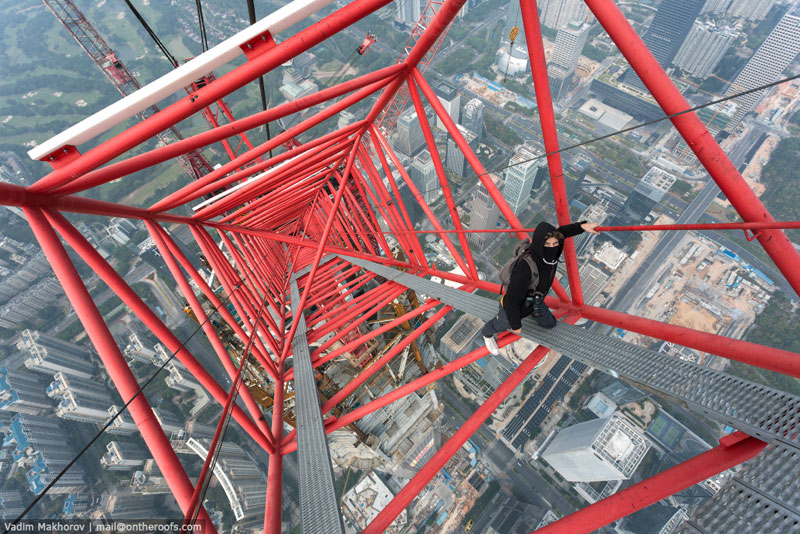daredevils climb scale ping an finance centre shenzhen  (3)