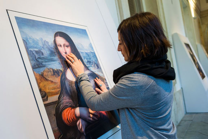 Museum Exhibit for the Blind Encourages People to Touch the Artworks (1)