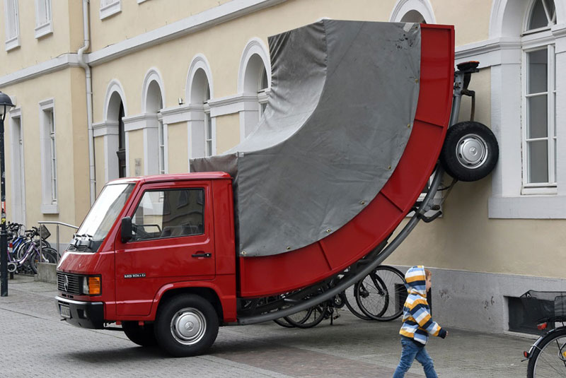 city issues parking ticket to car scupture it commissioned (2)