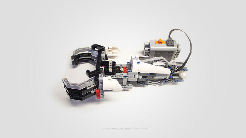 Prosthetic lets Kids Build Attachments Out of LEGO Carlos Arturo Torres Tovar (1)