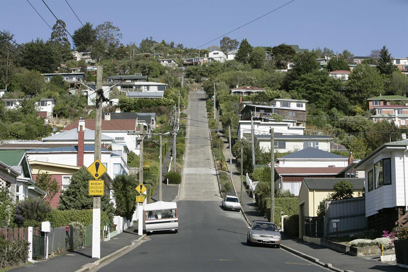 steepest residential street in the world baldwin street dunedin new zealand guiness world record (6)