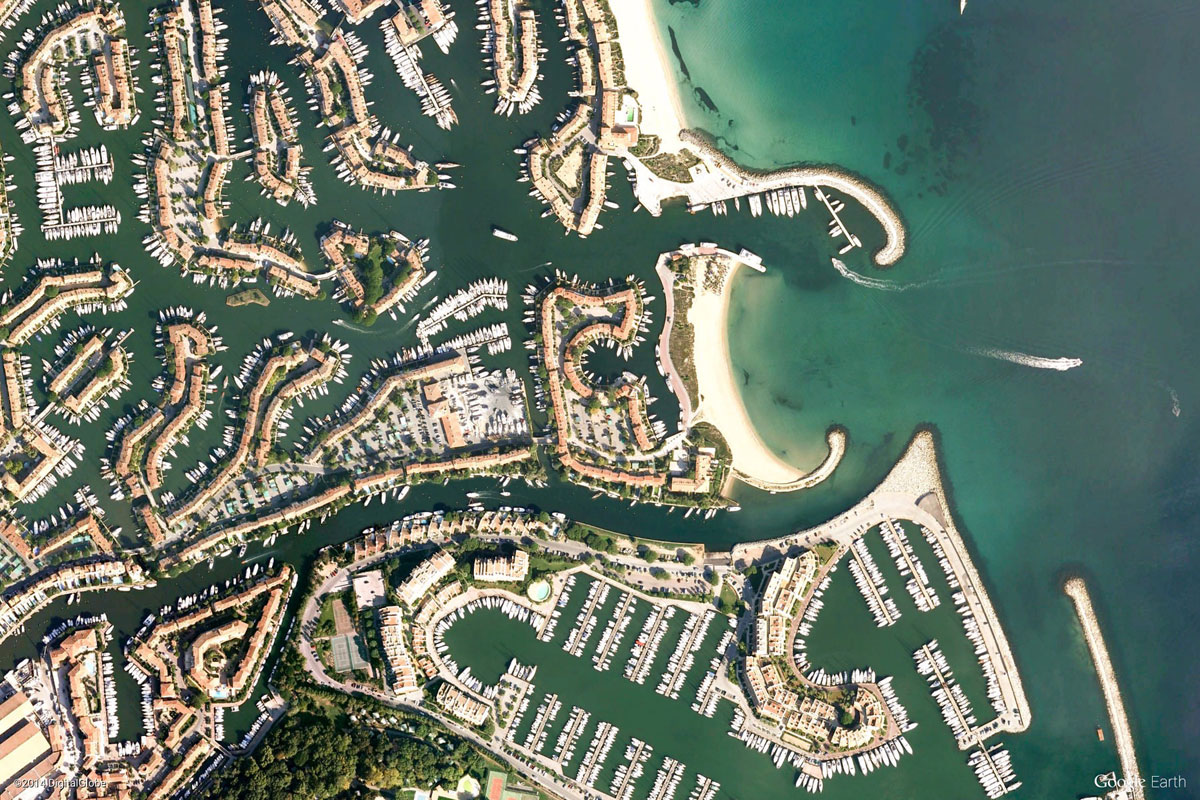grimaud france Earth View: A Curated Collection of 1500 Google Earth Wallpapers
