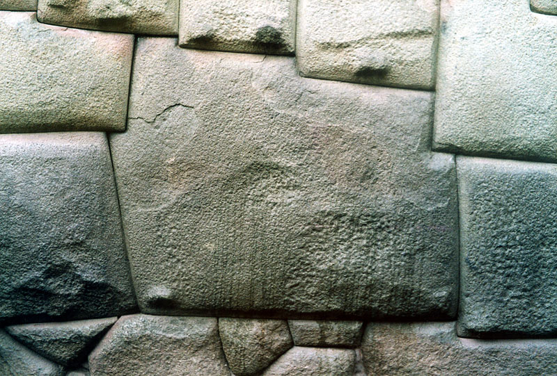 12-Angled Stone was Laid Without Mortar by Inca Masons Over 700 Years Ago (1)