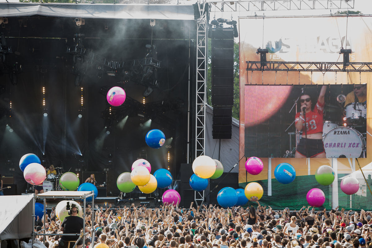 balloons installations by pierre bourgault 197 The Visual Art of the Music Festival (32 Photos)
