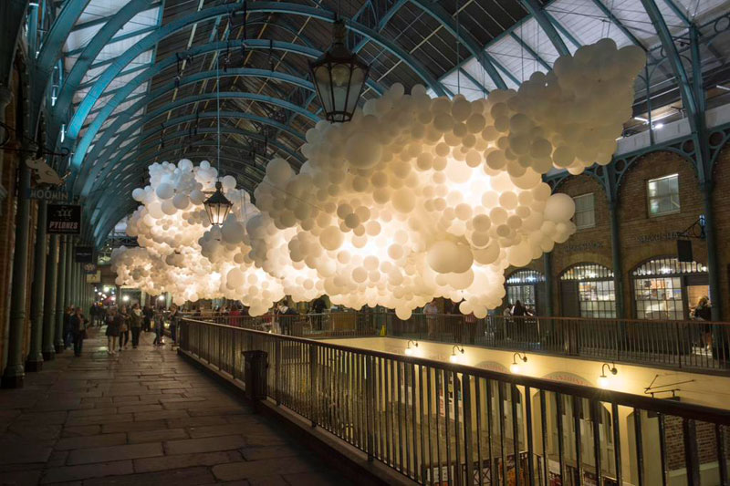 charles petillon invasion 100000 balloons covent garden (4)