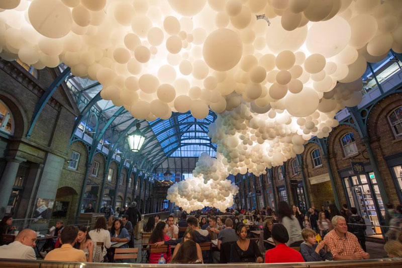 charles petillon invasion 100000 balloons covent garden (5)