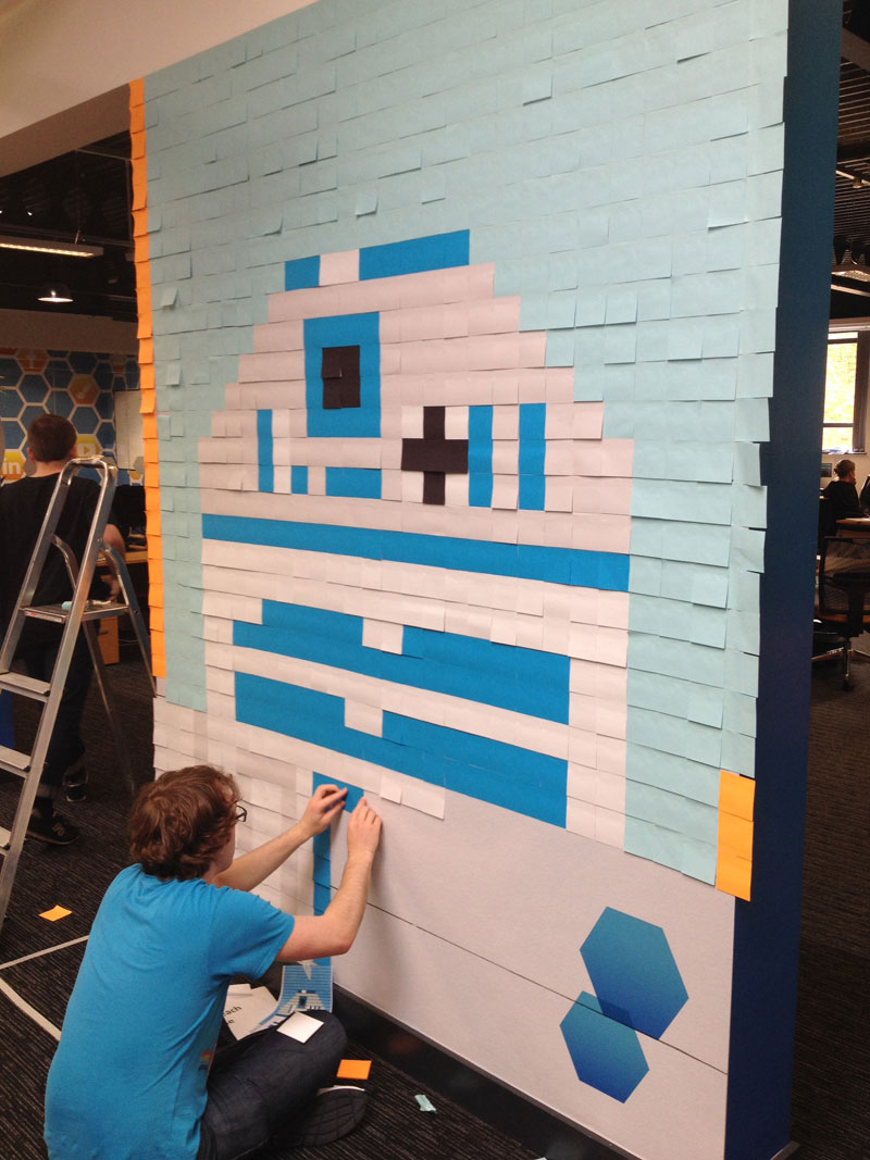 Co-Workers Use Post-Its to Turn Boring Office Walls Into Awesome Star Wars Characters (13)