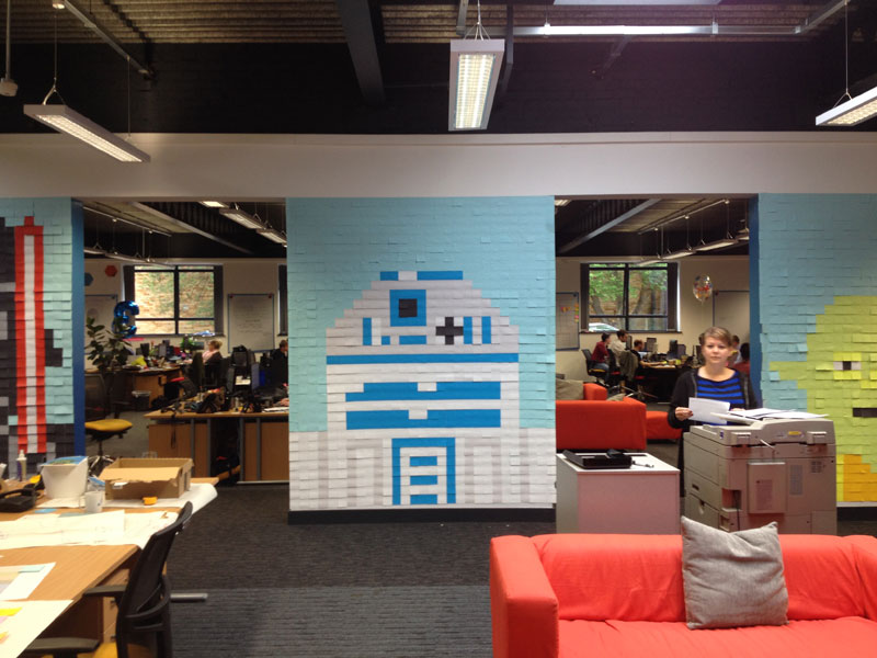 Co-Workers Use Post-Its to Turn Boring Office Walls Into Awesome Star Wars Characters (18)
