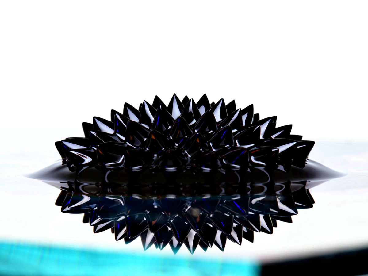Ferrofluid_with_large_spikes_close_up