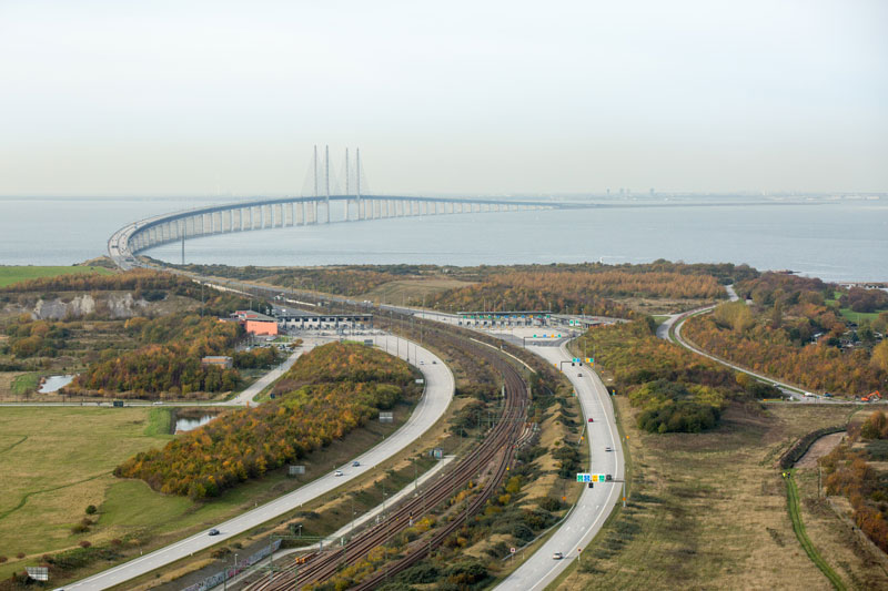 oresund bridge tunnel connects denmark and sweden (1)