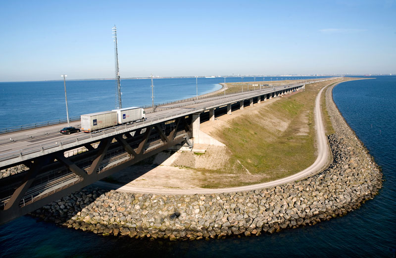 oresund bridge tunnel connects denmark and sweden (14)