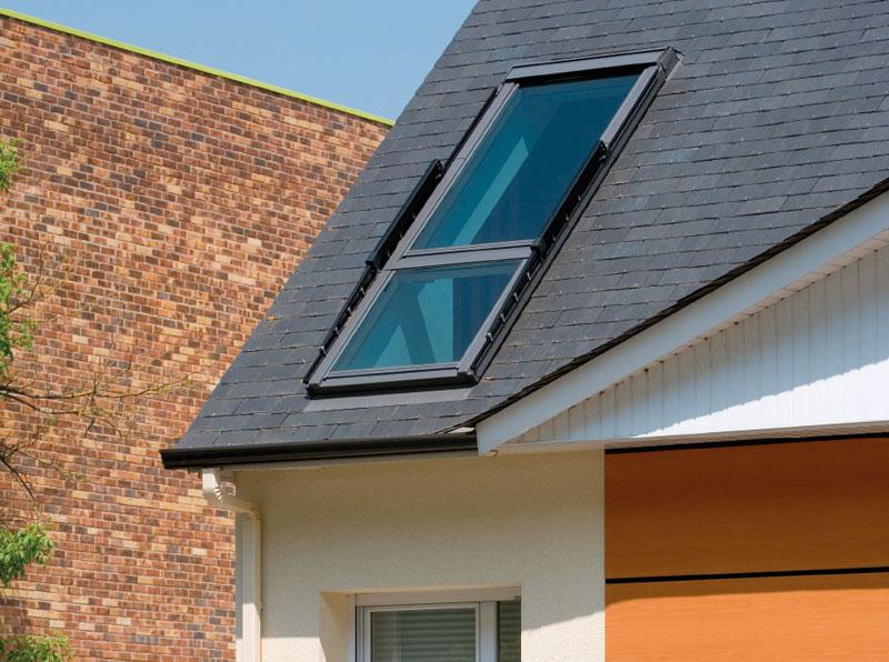 roof window opens into balcony velux cabrio (2)