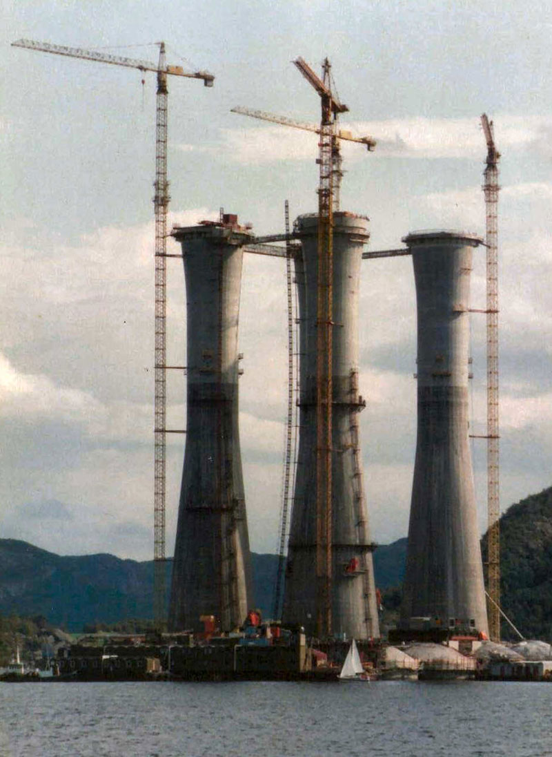 troll a the tallest structure ever moved by mankind (6)