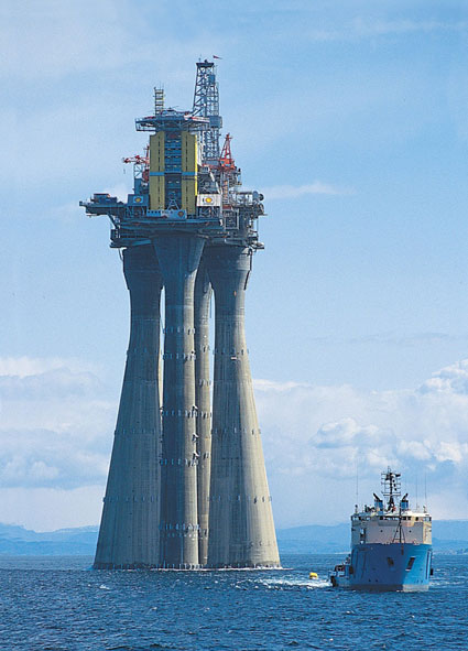 troll a the tallest structure ever moved by mankind (9)