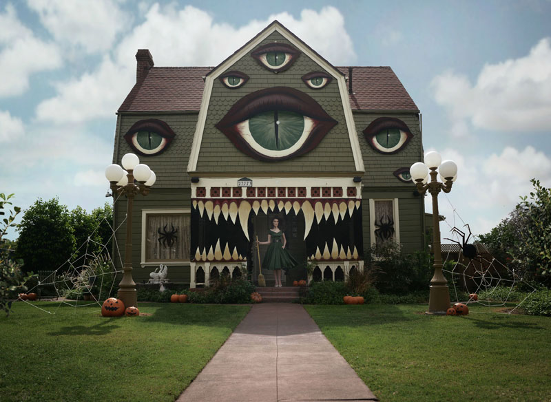 Christine McConnell Decorates Her Parents House for Halloween (2)